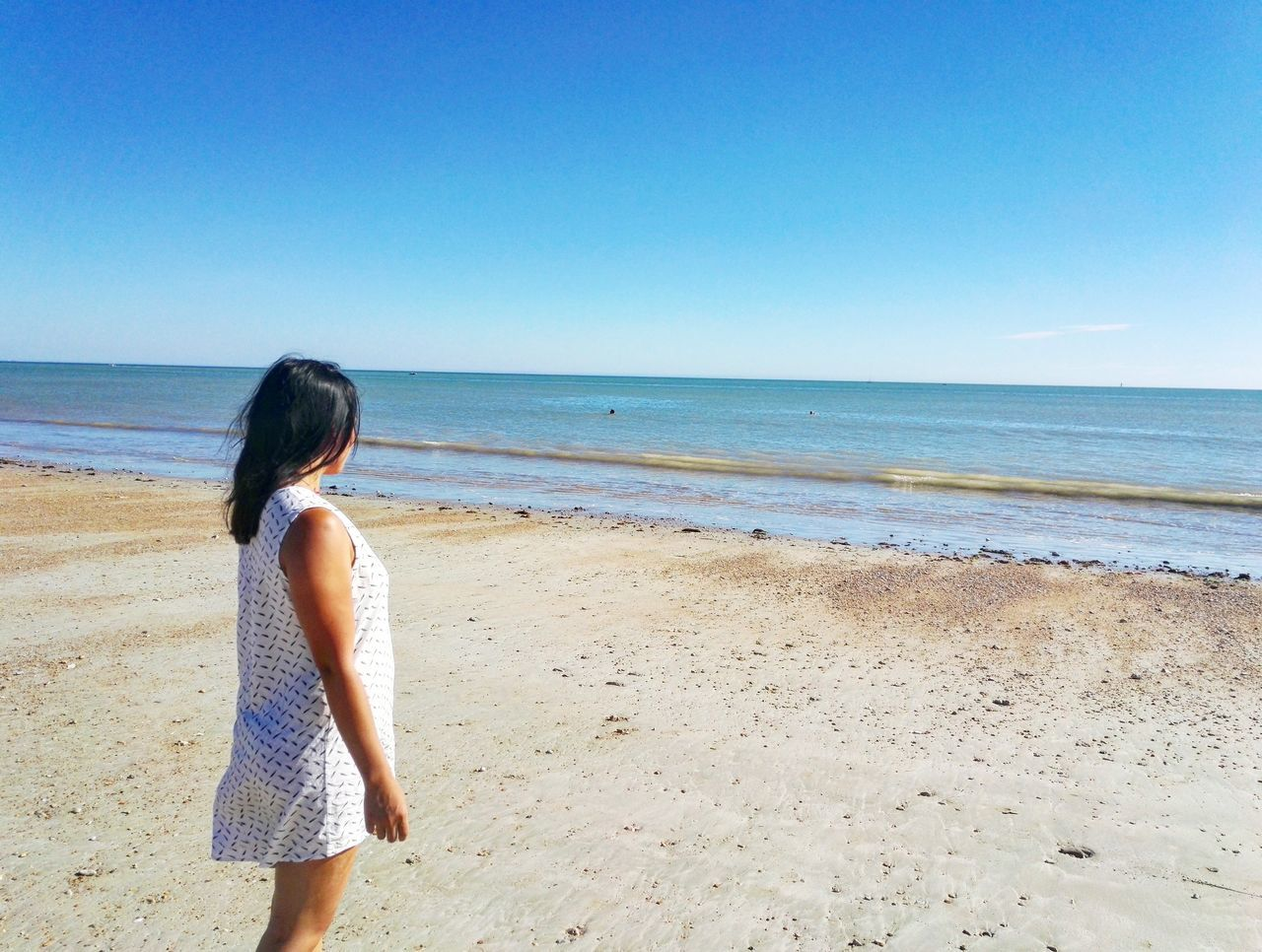 Sea Beach Water Standing Horizon Over Water Three Quarter Length Clear Sky Vacations Childhood Full Length Shore Scenics Casual Clothing Tranquil Scene Girls Blue Beauty In Nature Innocence Summer Tranquility Asiangirl Asian Girl Asian Beauty Asianstyle