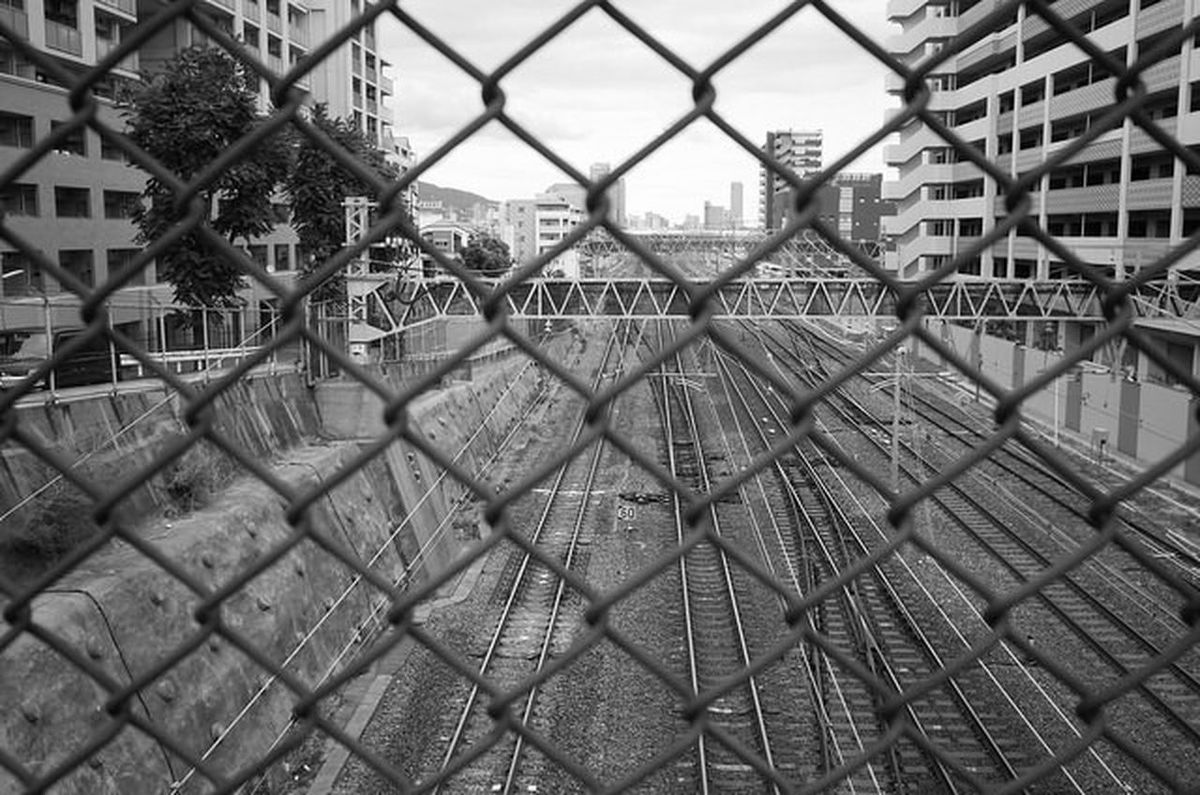 2016-9-03 15:53:25 Architecture Built Structure Building Exterior Protection Fence Safety Chainlink Fence Security City Residential Structure Metal Connection Residential Building Full Frame Focus On Foreground Day Sky Chainlink Chain Link Fence No People