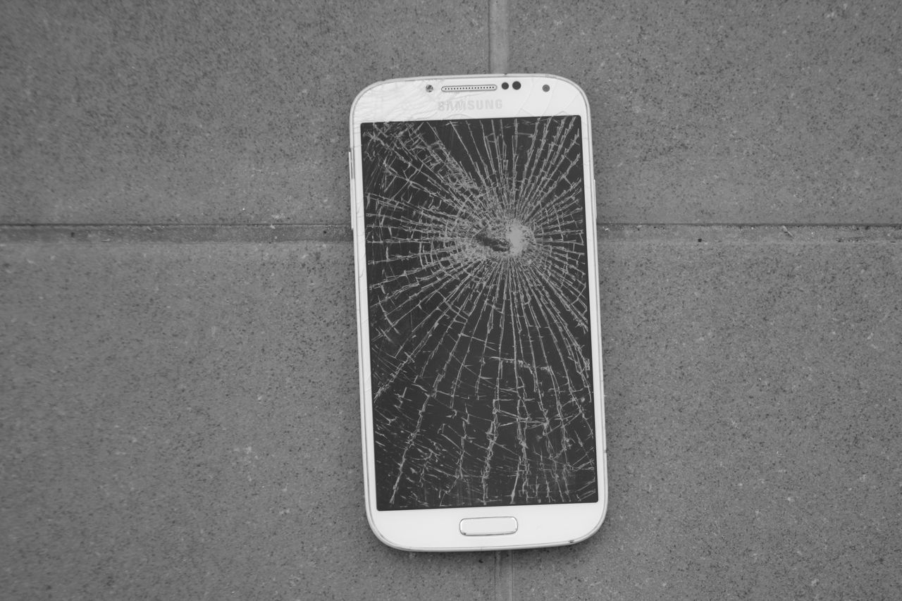 ...not Smart Any More Close-up Communication Day I Broke It I Did It Mobile Phone No People Portability Portable Information Device Smart Phone Technology Wireless Technology Samsung Broken By Accident Fell