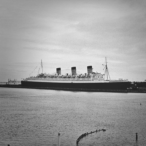 Blackandwhite Queen Mary Water_collection