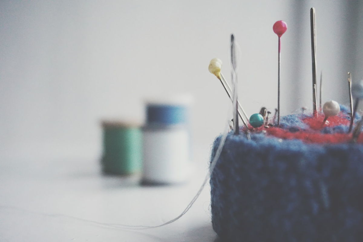 needles and pins Creativity Sewing DIY Indoors  No People Multi Colored Close-up Day Spools Of Thread Threads Sewing Pin Needles And Pins Pincushion Skill  Large Group Of Objects Handmade Pins Sew Sewing Pin Needles Sewing Needle White Background Sewing Stuff Creativity
