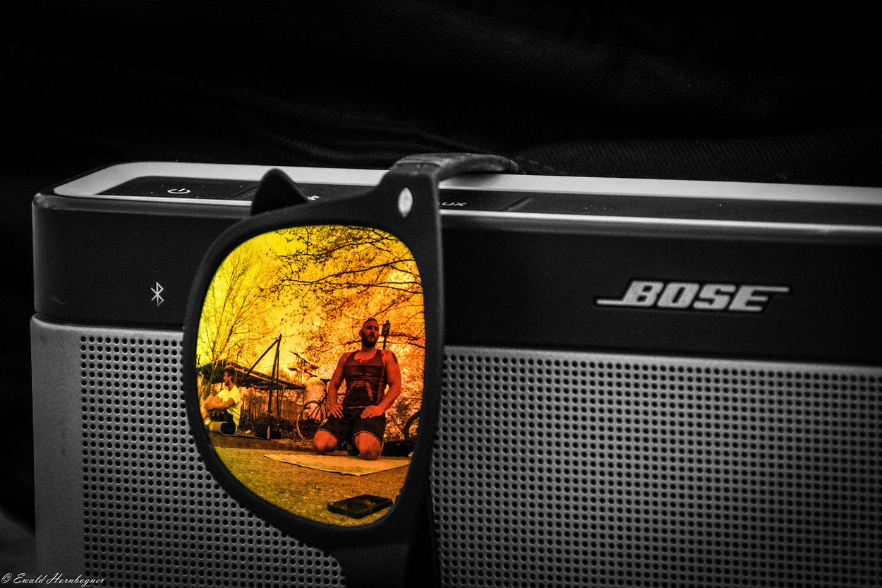 Lieblingsteil Close-up Bose Speaker Musikbox Sport Time Outdoors Sunglasses Reflection Reflection Lieblingsteil