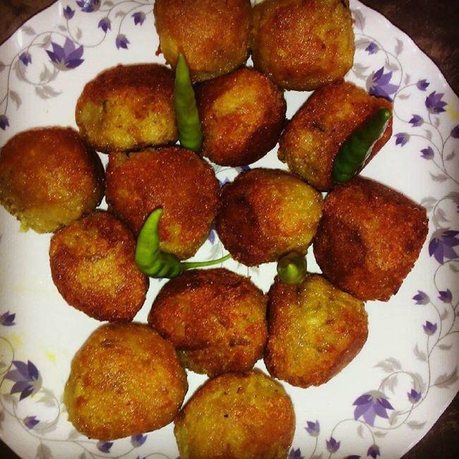 Fried Kela_Kofta with Green chilly...So Ymmmiiii....