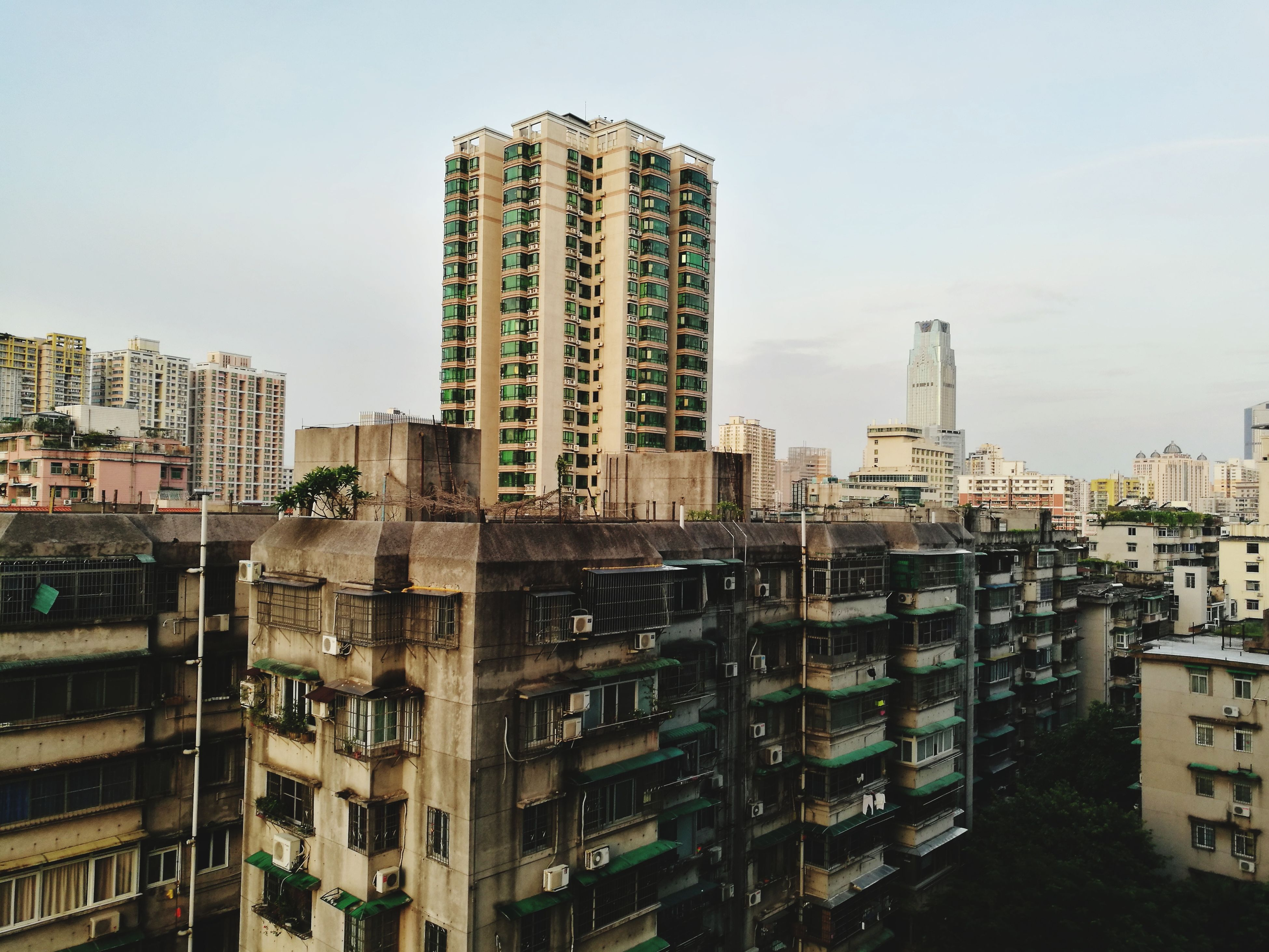 architecture, building exterior, skyscraper, city, built structure, modern, cityscape, tall, no people, outdoors, day, sky