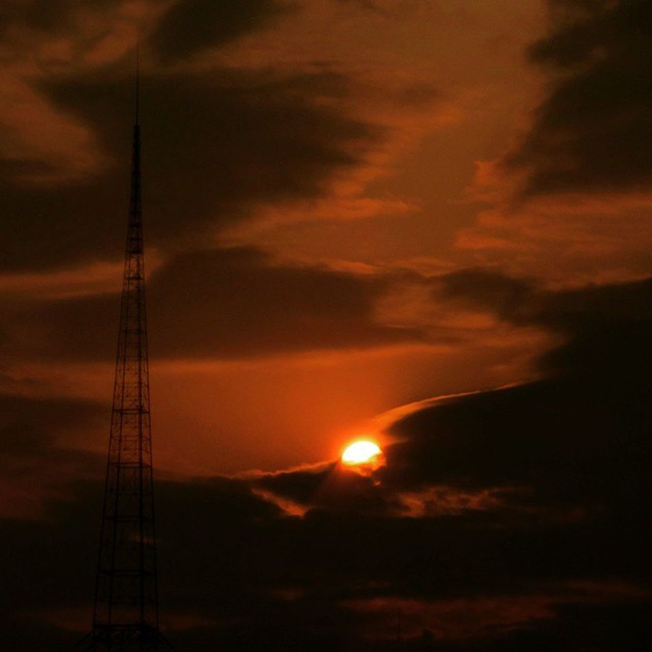 Sunstet today at Budapest ...on the left, the tallest structure in Hungary ...Lakihegy radio tower 314m.
