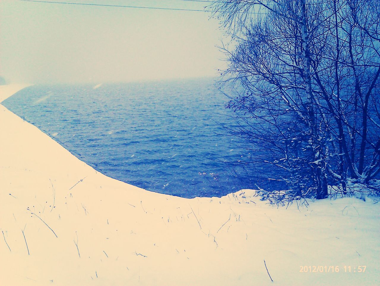 sea, nature, tranquility, water, beauty in nature, tranquil scene, scenics, horizon over water, no people, day, outdoors, cold temperature, winter, snow, sky, close-up