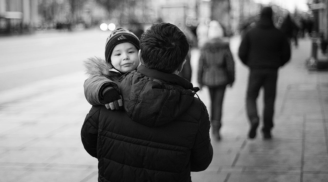 Warm Clothing City Life Day Winter Coat Young Adult Person Togetherness Walking City Jacket Lifestyles People People Photography Streetphotography Street Photography Canon 5d Mark ıı Om Zuiko 50mm 1.4