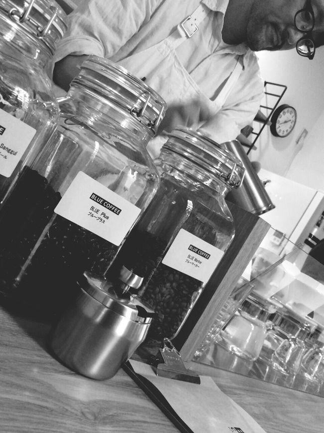 仙台から少し離れた川崎町の別荘地あるコーヒー屋さん。 Men Coffee Coffee Time Coffee Shop Blackandwhite Person Healed Monotone Miyagi Coffeetime Coffee Beans