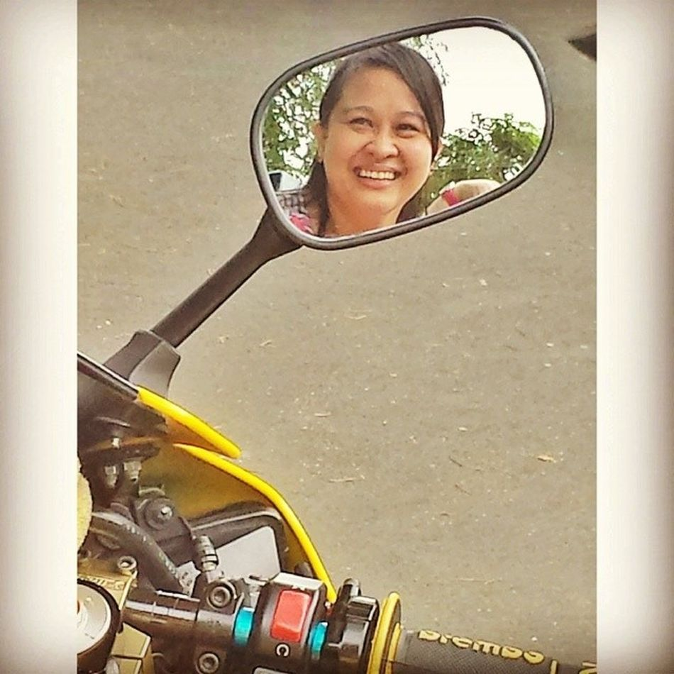 mirror mirror, side mirror, who's that smiling girl in the mirror....