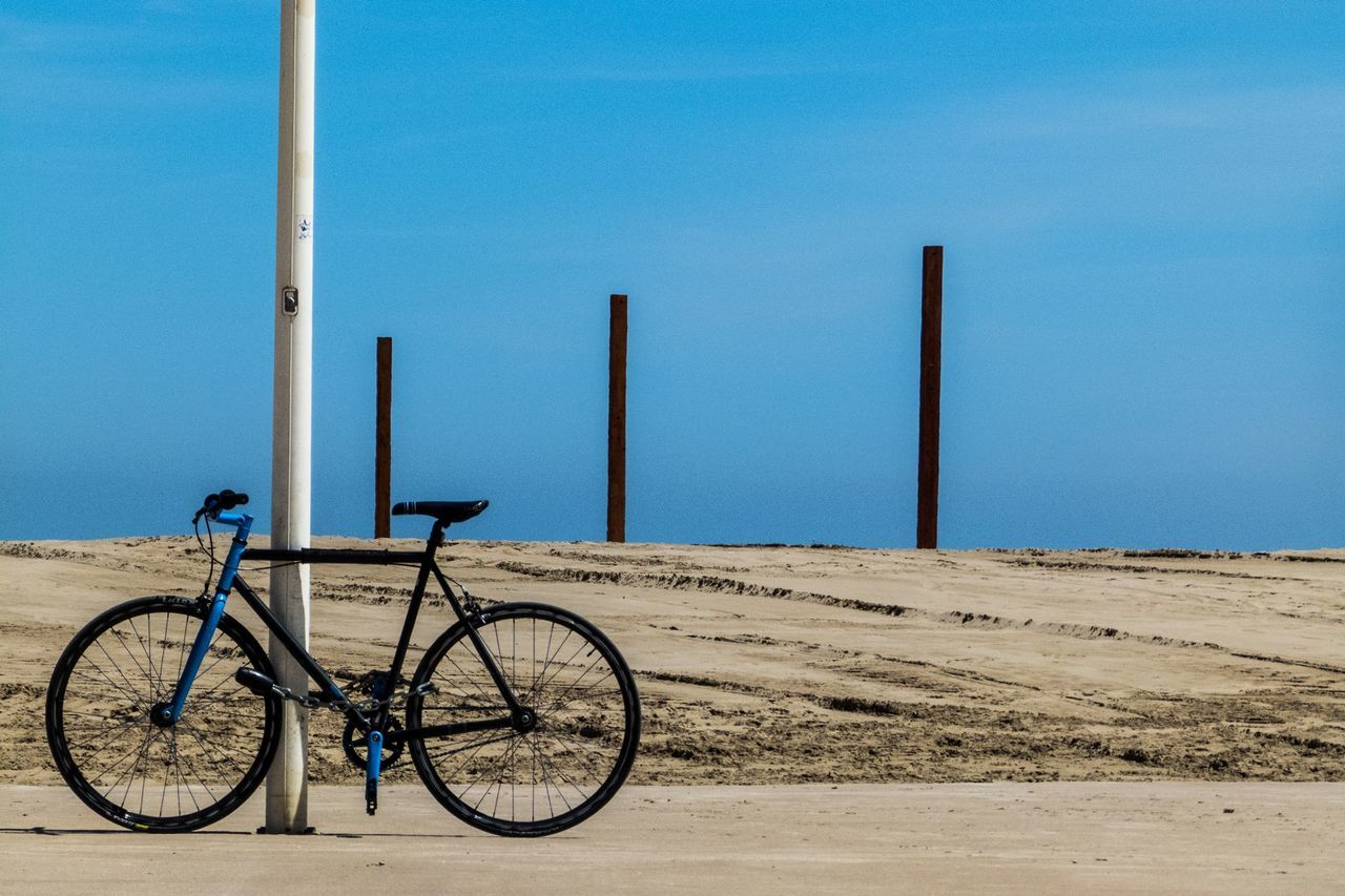 Beautiful stock photos of fahrrad, Bicycle, Blue, Day, Field