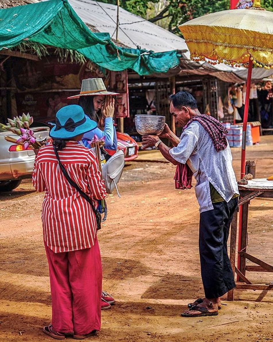 Prayers. Sony a7 experience @ Wat Oudong. Sony A7s Sonyalpha Sonyimages SonyA7s Sonycamera Sonyphotography Theappwhisperer Adventurevisuals GoodRadShot Fhotoroom PicHitMe EyeEm EyeEm_O MenchFeature Photography Pixelpanda Visitorg Aop_Lab Yourworldgallery SeeOurWorldNow Runningtheworld Natgeo Natgeotravel Natgeoyourshot Cambodia PhnomPenh @fhotoroom_ @pichitme @goodradshot @street_hunters @pixel_panda_ @eyeem_o @photocrowd @photoadvices @worldphotoorg