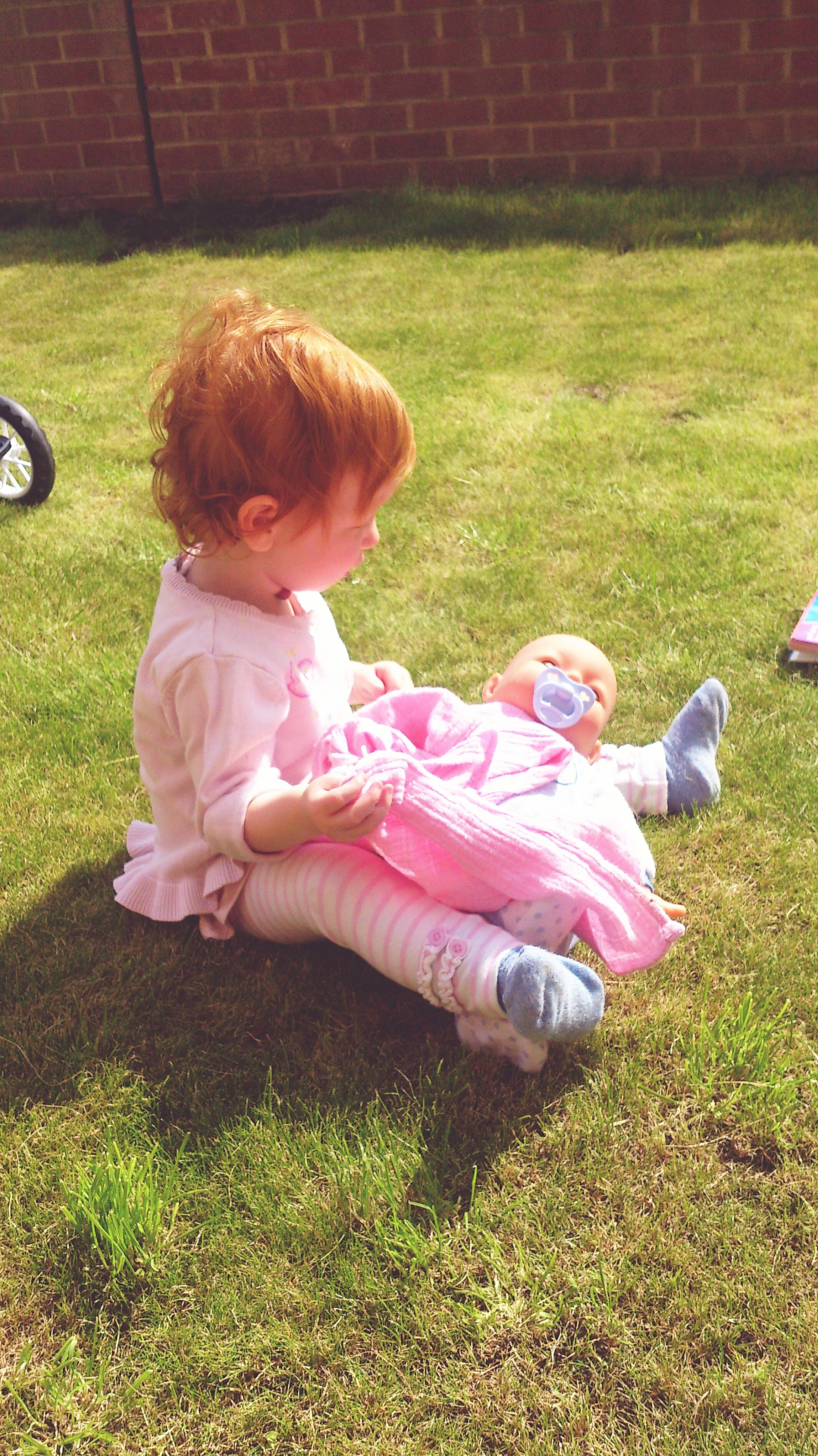 grass, childhood, elementary age, person, lifestyles, girls, casual clothing, full length, innocence, leisure activity, boys, sitting, grassy, cute, playful, field, lawn, playing