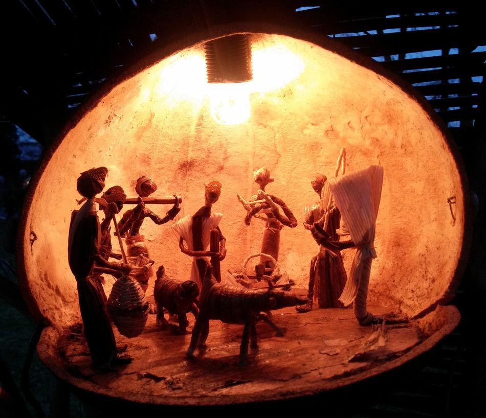 Afrikanisch Animal Arts Culture And Entertainment Christi Geburt Geburtstagskind Indoors  Jesus Christ Jesuschrist Jesuskind KRIPPE Night No People Performing Arts Event Volkskunst Weihnachtskrippe