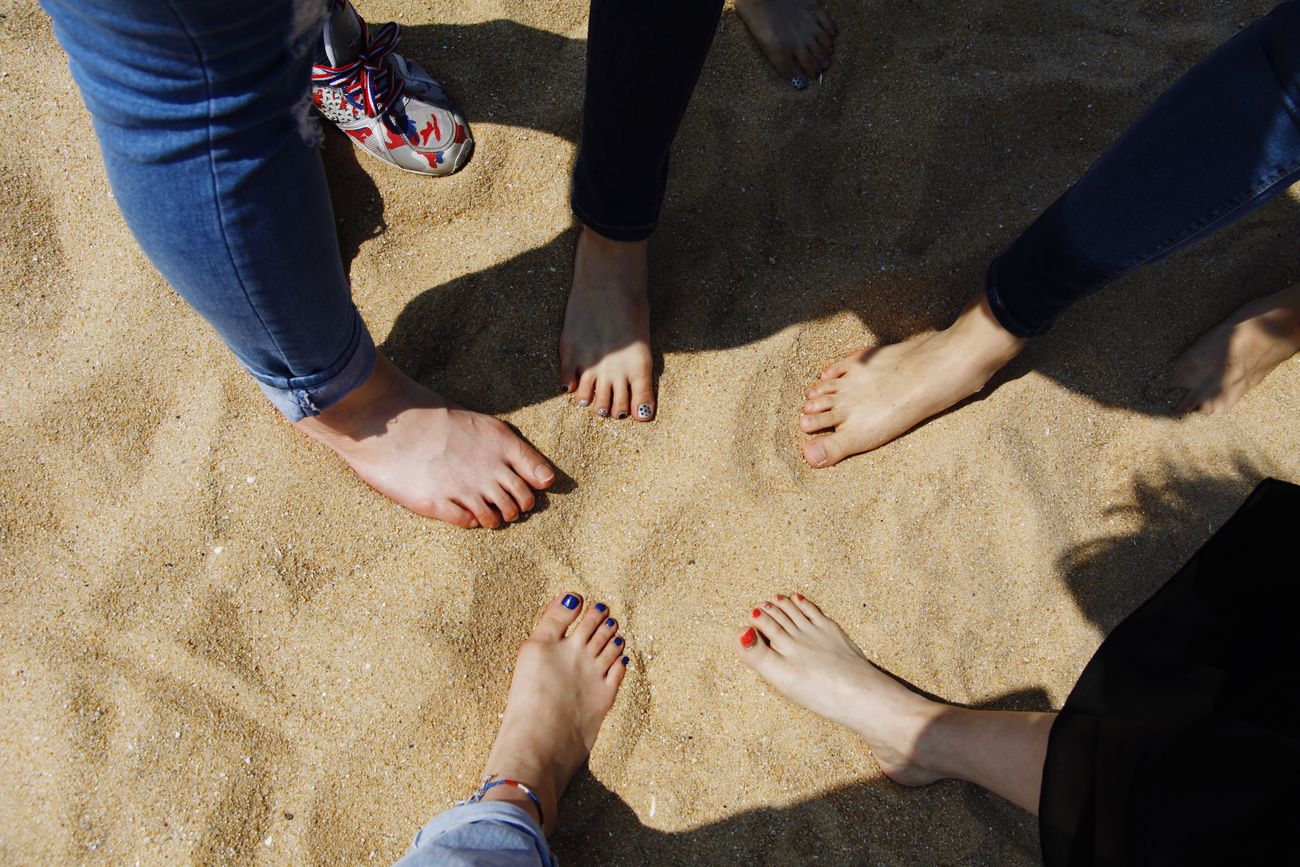 Sokcho Beach On The Beach Friendship Foots Sandy Beach Sea Sand Girls
