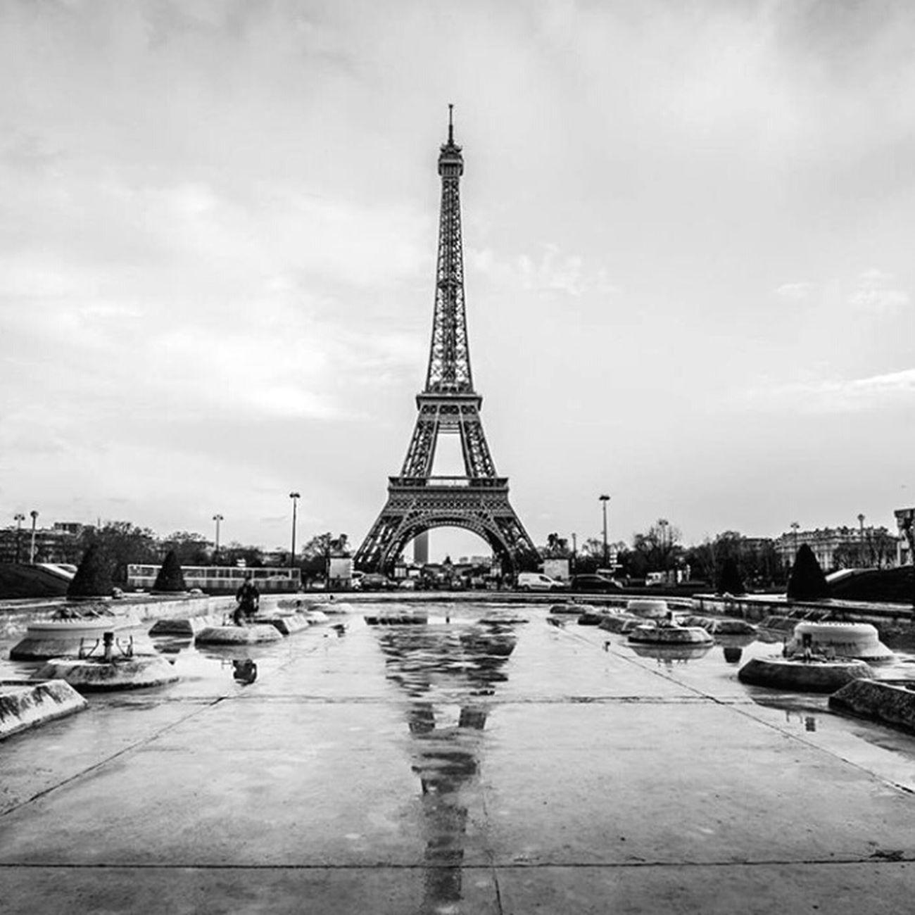 Paris Torre Eiffel Relaxing Cute Bealtiful Love Loveit Hanging Out Phonecamera Style Taking Photos Viajar Goodnight Followme Money