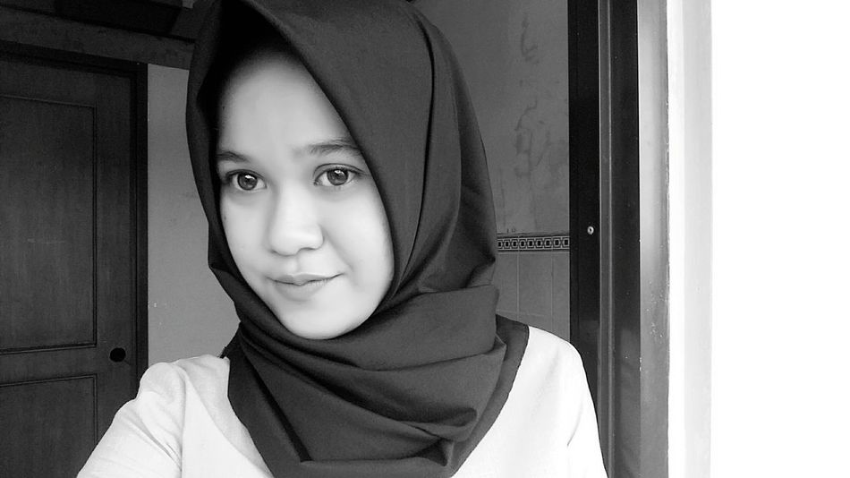 Black and white edition. Am I look so childish? 😂😂