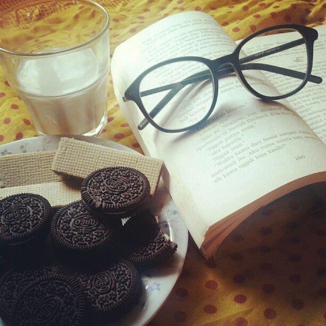 Mykindofafternoon Resting Tired Enjoymyday enjoy afternoon reading book glassesdip oreo milk wafers