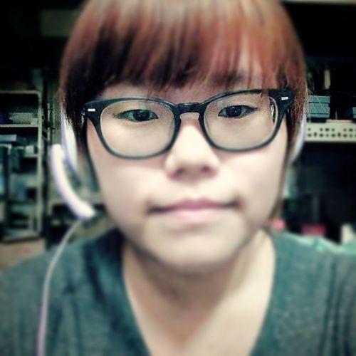 戴耳麥打劍靈。 我好宅。 宅女子 劍靈 Taiwan Taichung