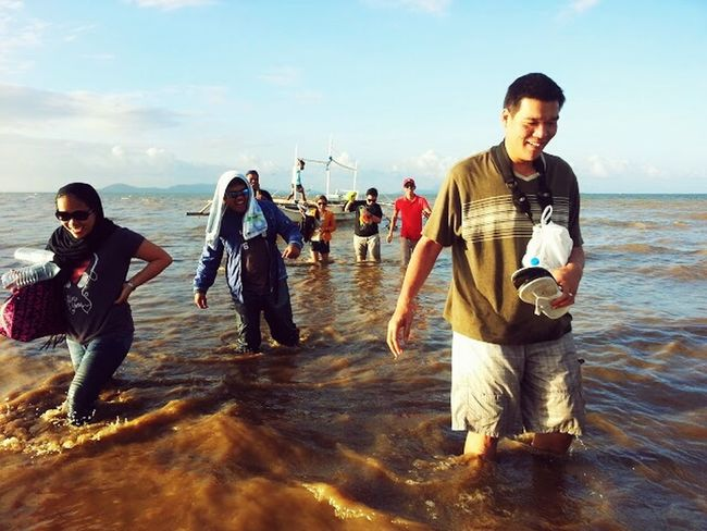 Happiness, self contentment were just a few of the emotions we felt while walking thru knee deep sea waters to get to the next island..this was after we had delivered the care packages donated by individuals all around the world to help the typhoon victims. The Human Condition Volunteering Eyeem Philippines Island Life Sea Life Philippines ASIA Asian Culture Beautiful People Taking Photos