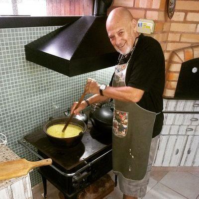 Saindo uma polenta feita pelo papai no fogão à lenha. Oooo sofrência!♡♥ Happyeaster FamíliaSoWen Homesweethome Hometown floripa florianópolis ilhadamagia lagoadaconceição cantodalagoa santacatarina brazil
