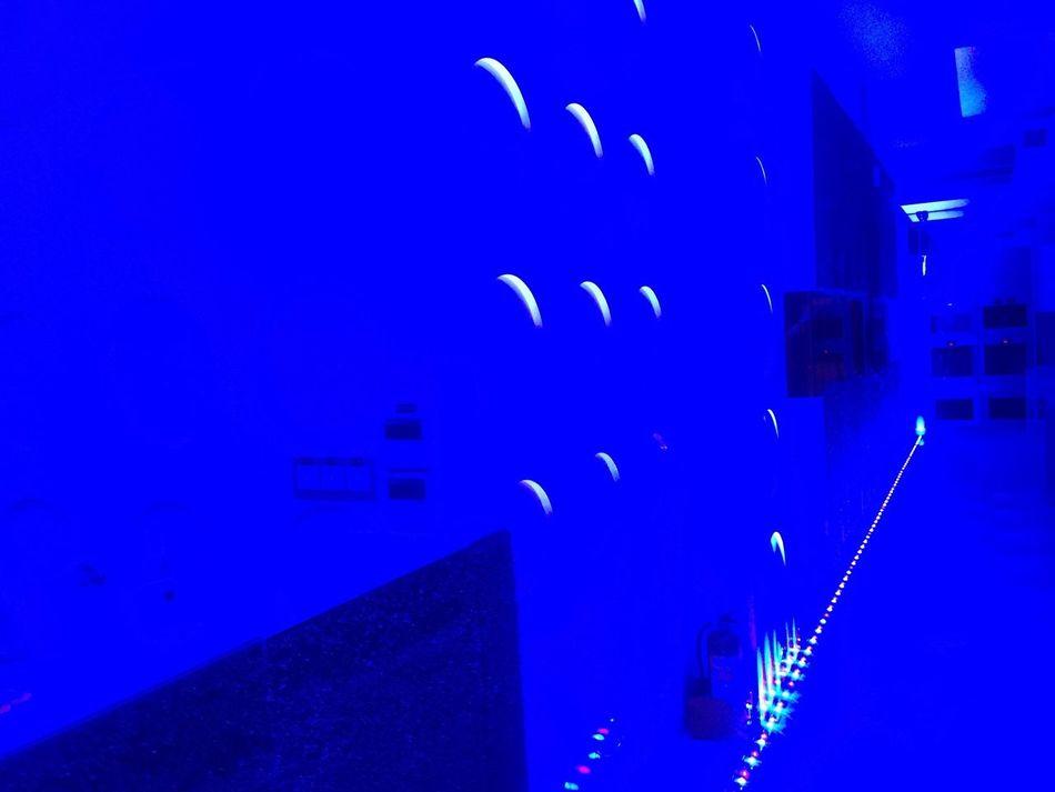 莫名的藍色。
