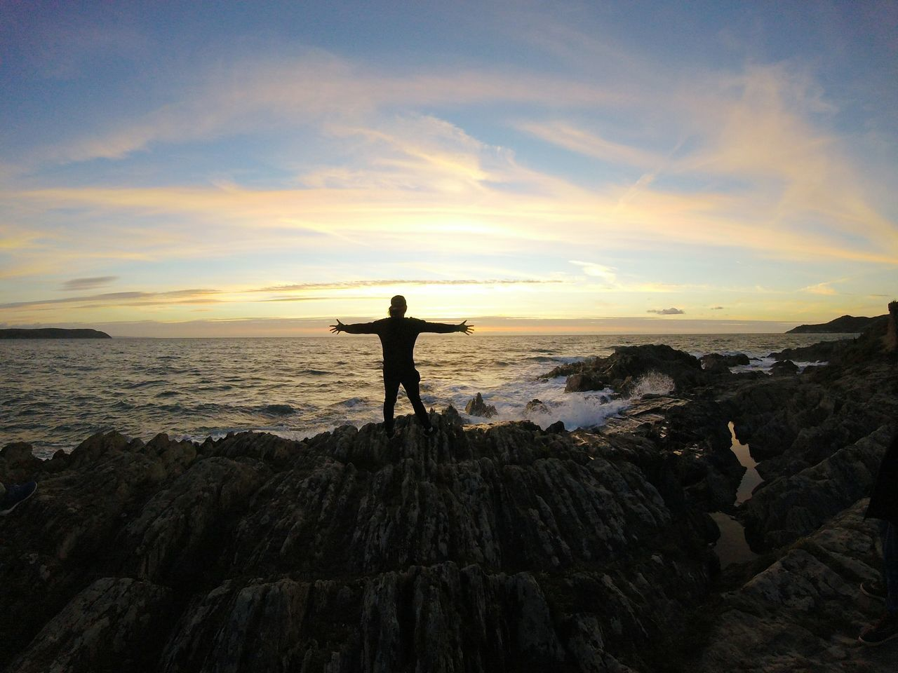 Sunset views 👍 Photographing Sky Photographer Silhouette Sunset Outdoors Photography Themes Standing Technology Nofilter Adventure Landscape Gopro