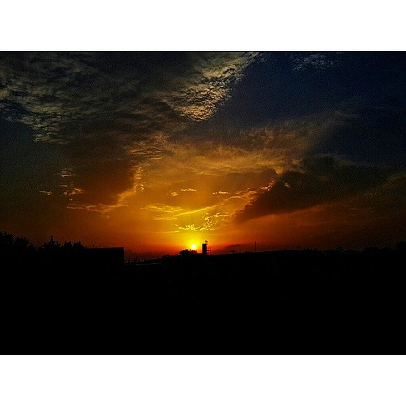 Landscape Gun Batımı Cloud sun photograph photooftheday photographer photo gunun_resmi fotograf vsco fotoğraf foto picture resim instalike instafoto instapicture turkei istanbul insta_global instabeauty instalandscape vscocam vscophile