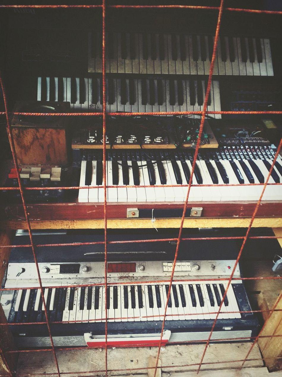 Hi! Old Old Piano Hello World Taking Photos Photography Photoart My Picture Popular Photos Tbilisi Flea Market