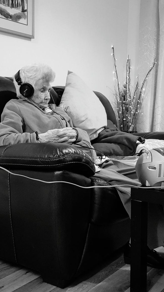 Old Age The Human Condition Side View Blindness High Tech Gran Sitting Domestic Life Dependency Indoors  Sitting Side View People And Places. Blackandwhite Photography Black And White