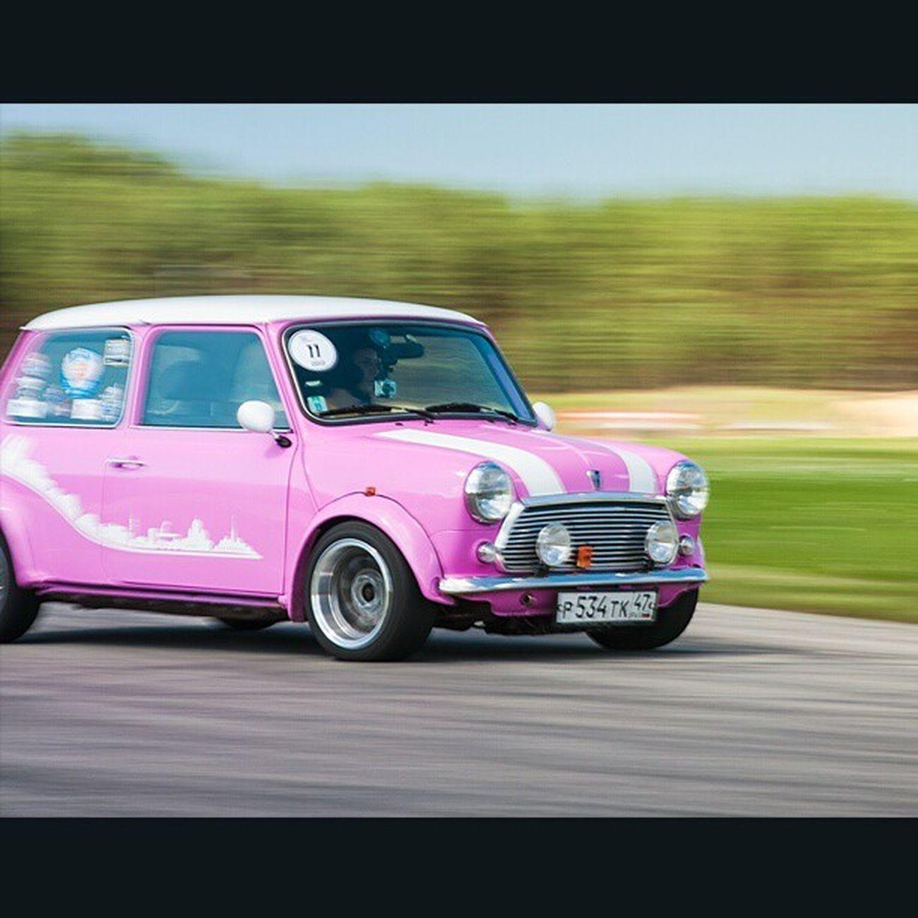 Classic mini on a track | Mini Minipeople Miniclassic Bmch bmch2013 race track