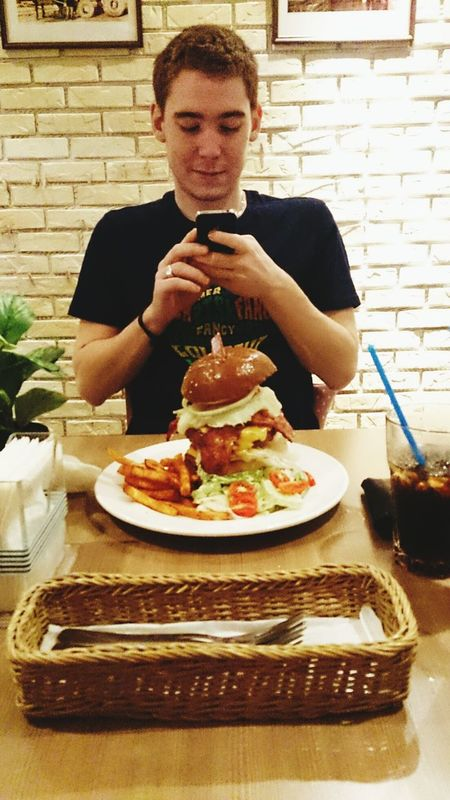 Big Burger Eat All The Food! Having Dinner Finally, Food! I Was Starving!