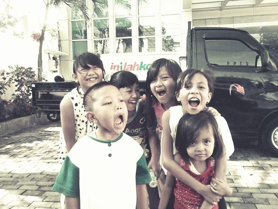 senyumnya tawanya membahagiakan ;) Savethechildren  thelovechild