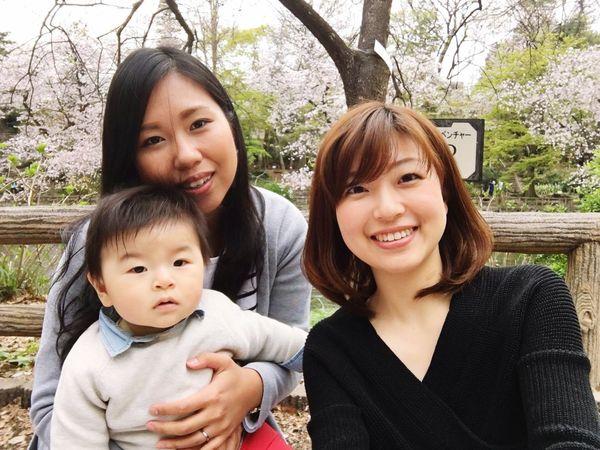 久しぶりにシート敷いて桜見した🌸 桜見 井の頭公園 Cherry Blossoms Inokashira Park Looking At Camera Smiling Happiness Togetherness Sakura Japanese Cherry Blossoms 20170410