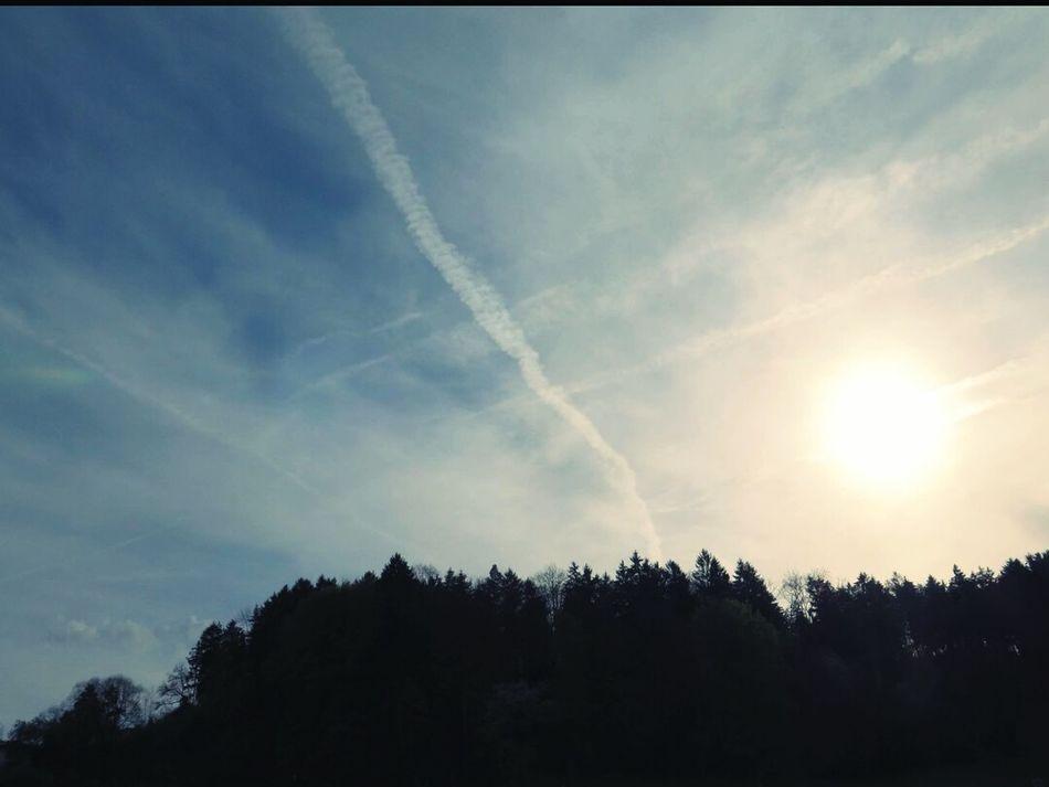 GeoEngineering Chemtrails Skyviewers Whatthefuckaretheyspraying Our Sky!