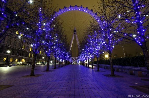 long exposure at London Eye by Lucas