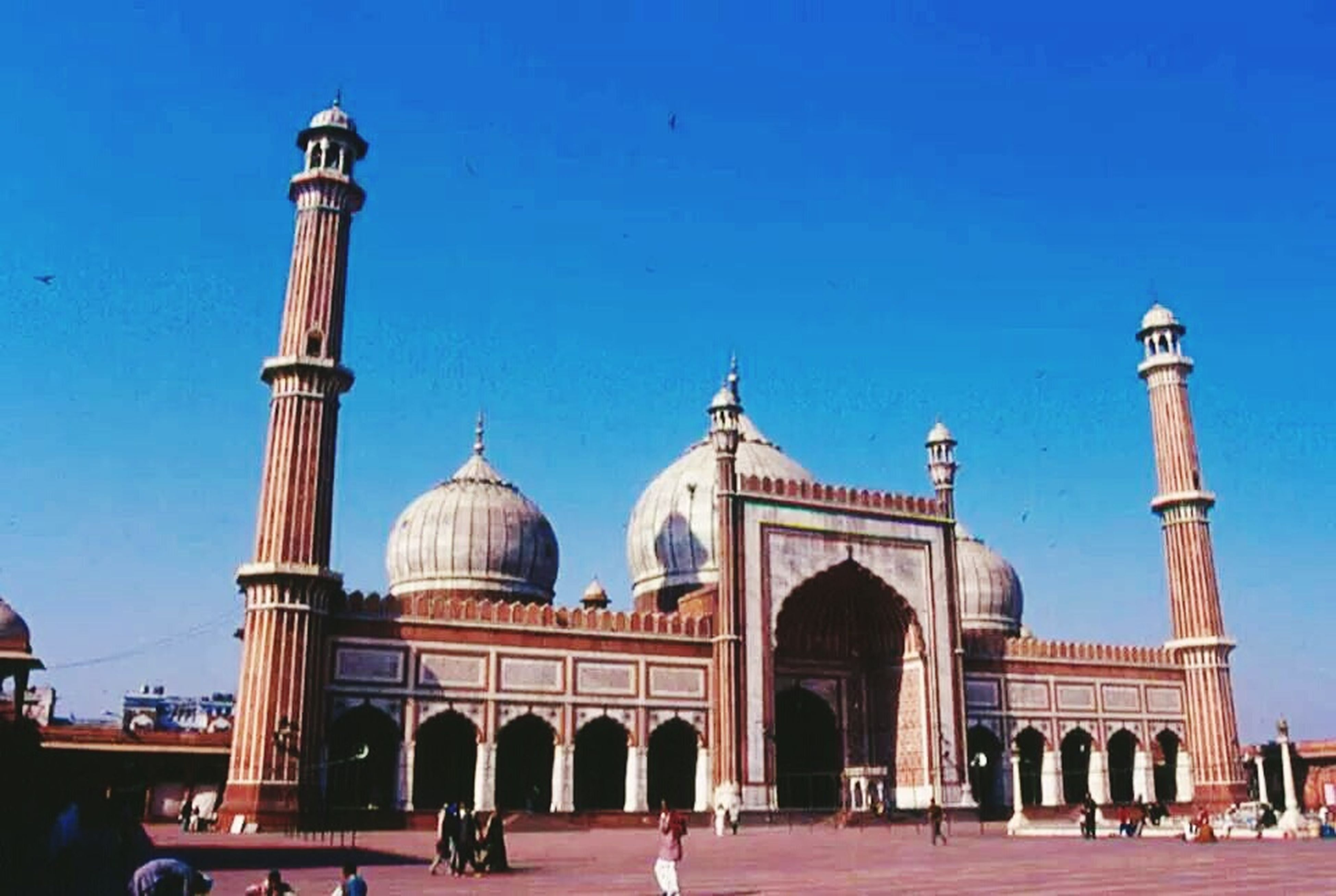 architecture, clear sky, built structure, building exterior, dome, blue, place of worship, famous place, facade, religion, copy space, history, travel destinations, islam, arch, tourism, mosque, spirituality, low angle view