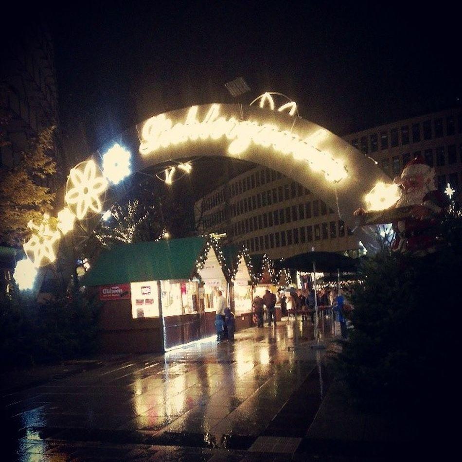 Der Lichterzauber kommt über Ludwigshafen/Rhein. Weihnachtsmarkt