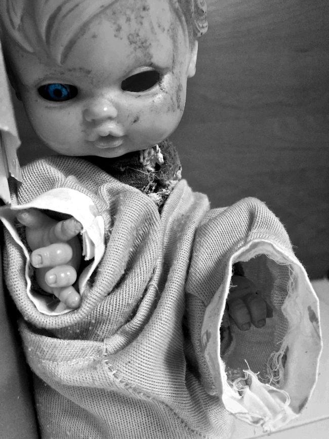 ANGST Blue Blue Eyes Dark Photography Dark Portrait Doll Fear Fear Of The Dark Gotico Indoors  Infancia Perdi Innocence Looking At Camera Miedo Miedos Muñeco Andrajoso Muñeco Ojo Azul Oscuro Peur Poupée Puppe Siniestro Sweet Dreams Terror 娃娃