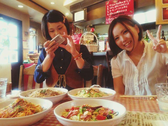 お互いに好きなパスタを頼んで、それを取り合って食べました。一度に数種類の味が楽しめるのも、友達と来た人だけの特権です(^-^)