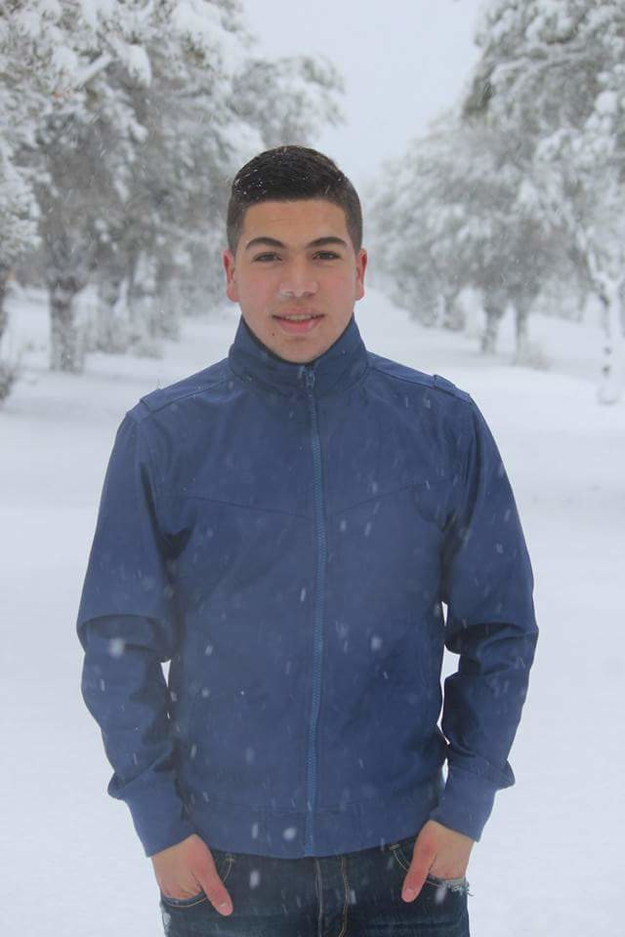 La Naige One Man Only Winter Young Men Snow Portrait People Nature Adult Adults Only Day One Person Front View Only Men Beauty In Nature City Modern Nature Built Structure Architecture First Eyeem Photo Smoke - Physical Structure Blue Close-up Heat - Temperature
