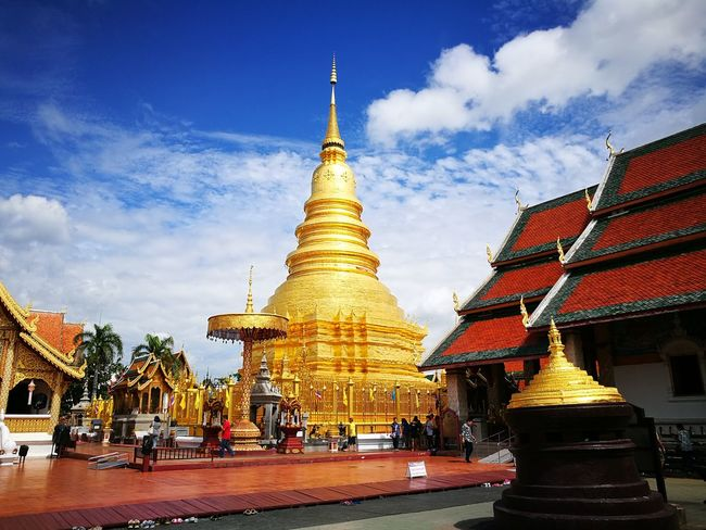 Temple Religion Lamphun ,Thailand ตะลุยเดี่ยวแบกเป้เที่ยว