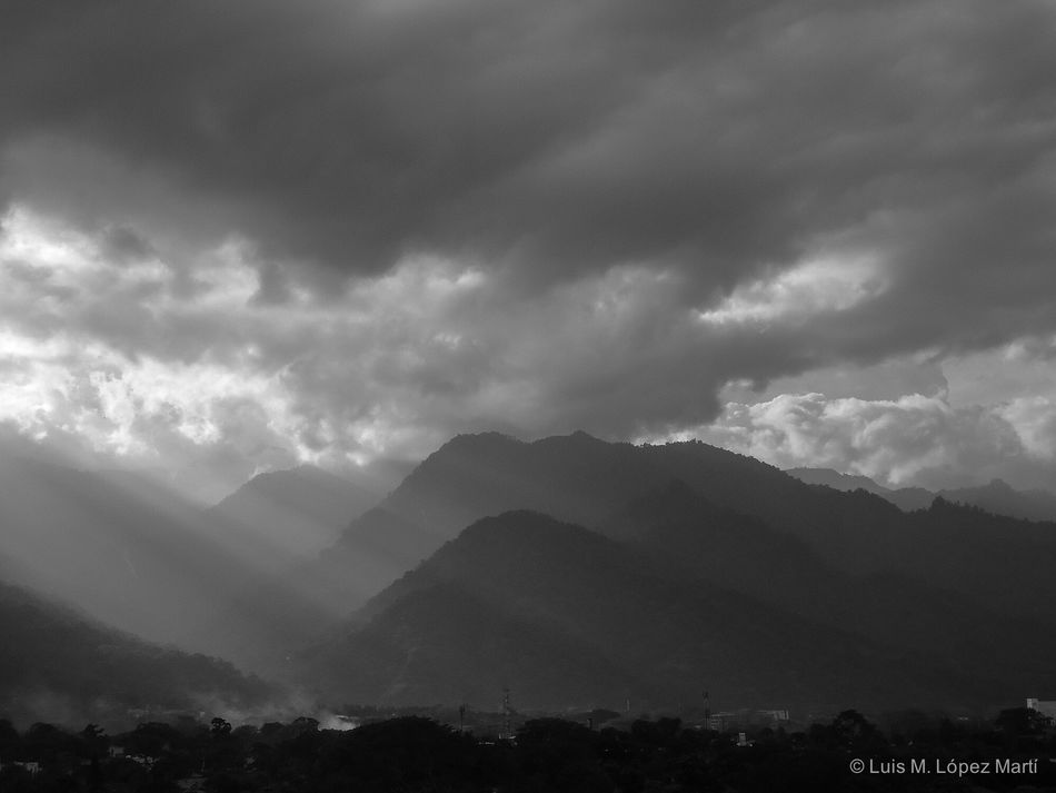 San Pedro Sula Honduras Mountain Beauty In Nature Nature Sky Scenics Landscape Tranquility Cloud - Sky Day Light And Shadow Sunrays Blackandwhite Black And White Black & White Blackandwhite Photography Black And White Photography Black&white Monochrome Monochrome Photography Landscape_photography Photography Photo Landscape_Collection Landscapes