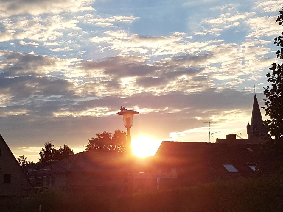 Architecture Built Structure Building Exterior Sun Sunset Sunlight Sunbeam Silhouette Cloud - Sky Sky Lens Flare Outdoors Bright Scenics Cloudy No People Architecture Built Structure Building Exterior Sun Sunset Sunlight Sunbeam Silhouette Cloud - Sky