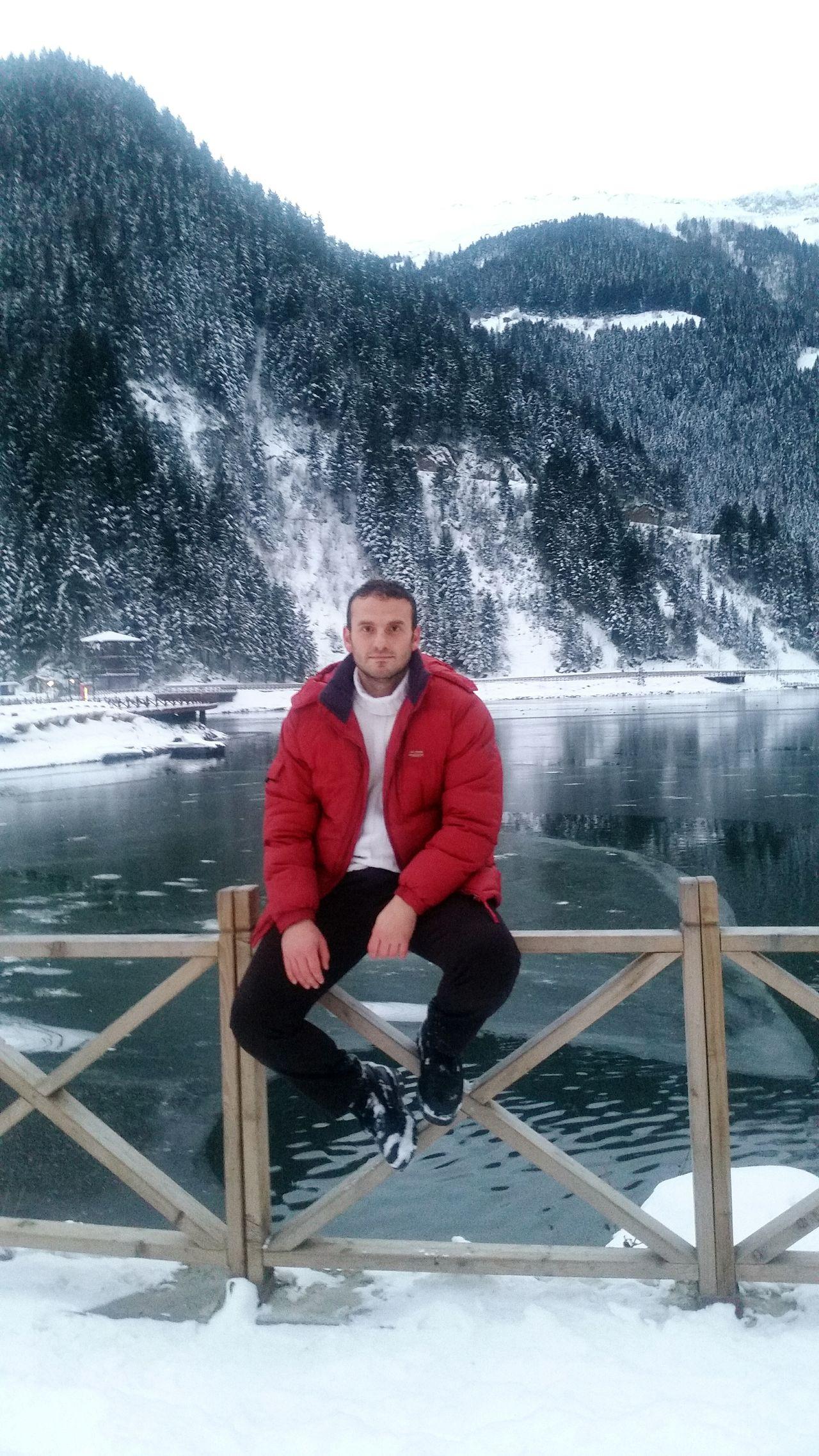 Uzungölden bir kış günü Uzungöl One Person One Man Only Water People Winter Sport Men Day Adult Sky Warm Clothing Trabzon Uzungol Turkey Samsung Galaxy S5 Huzur 💕 Taking Photos