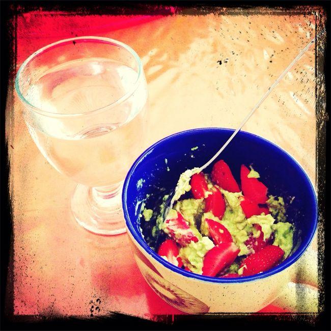 my lunch (alvocado+oatmeal+strawberry)