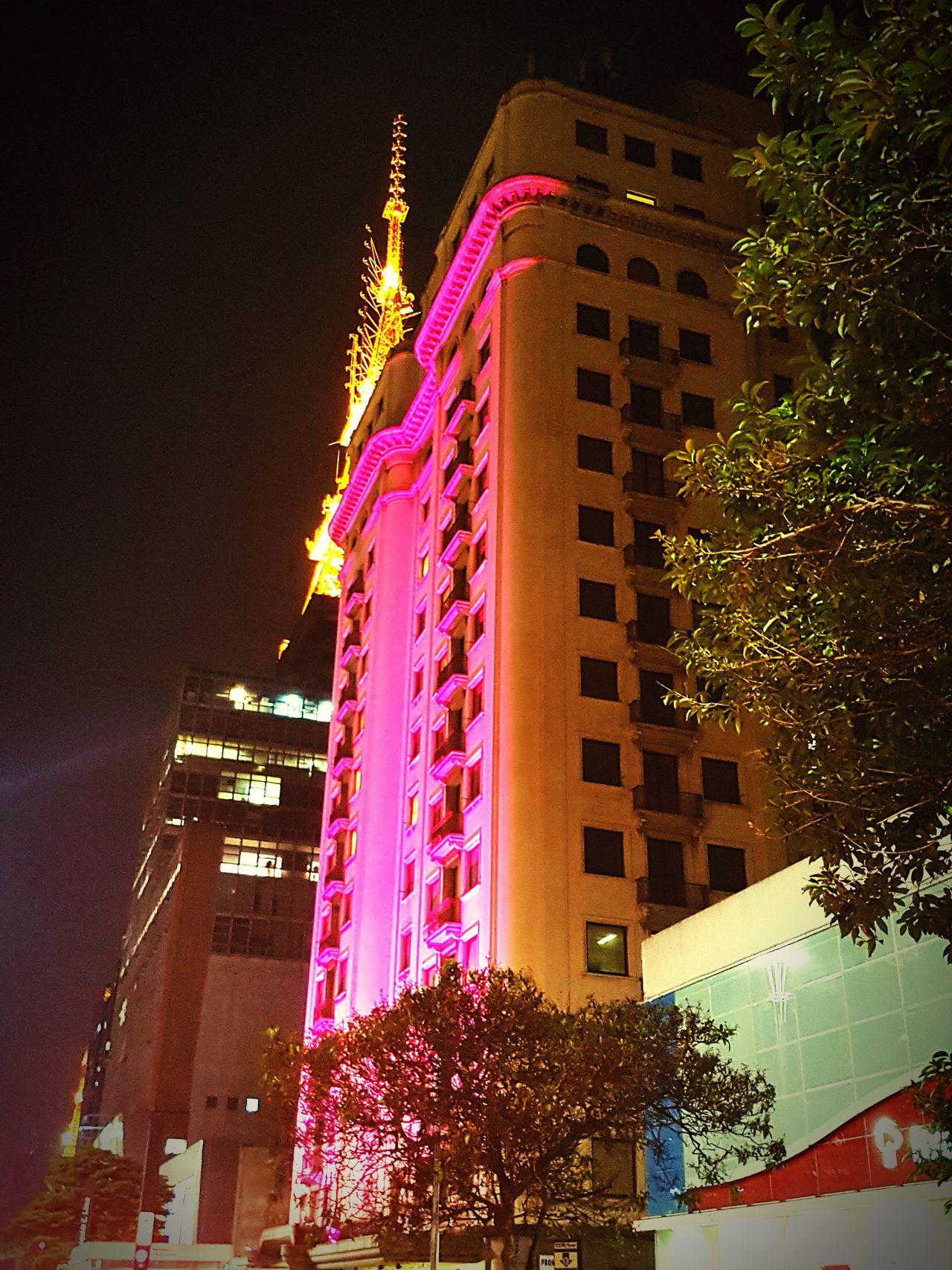 Outubro rosa contra o câncer de mama e vc já aderiu? Architecture Illuminated Night Built Structure Modern PinkOut Pinkpoctober Outubrorosa Outubrorosa💕 Outubrorosa💗🌷 Outubro October October Sweet October! Cancerdemama