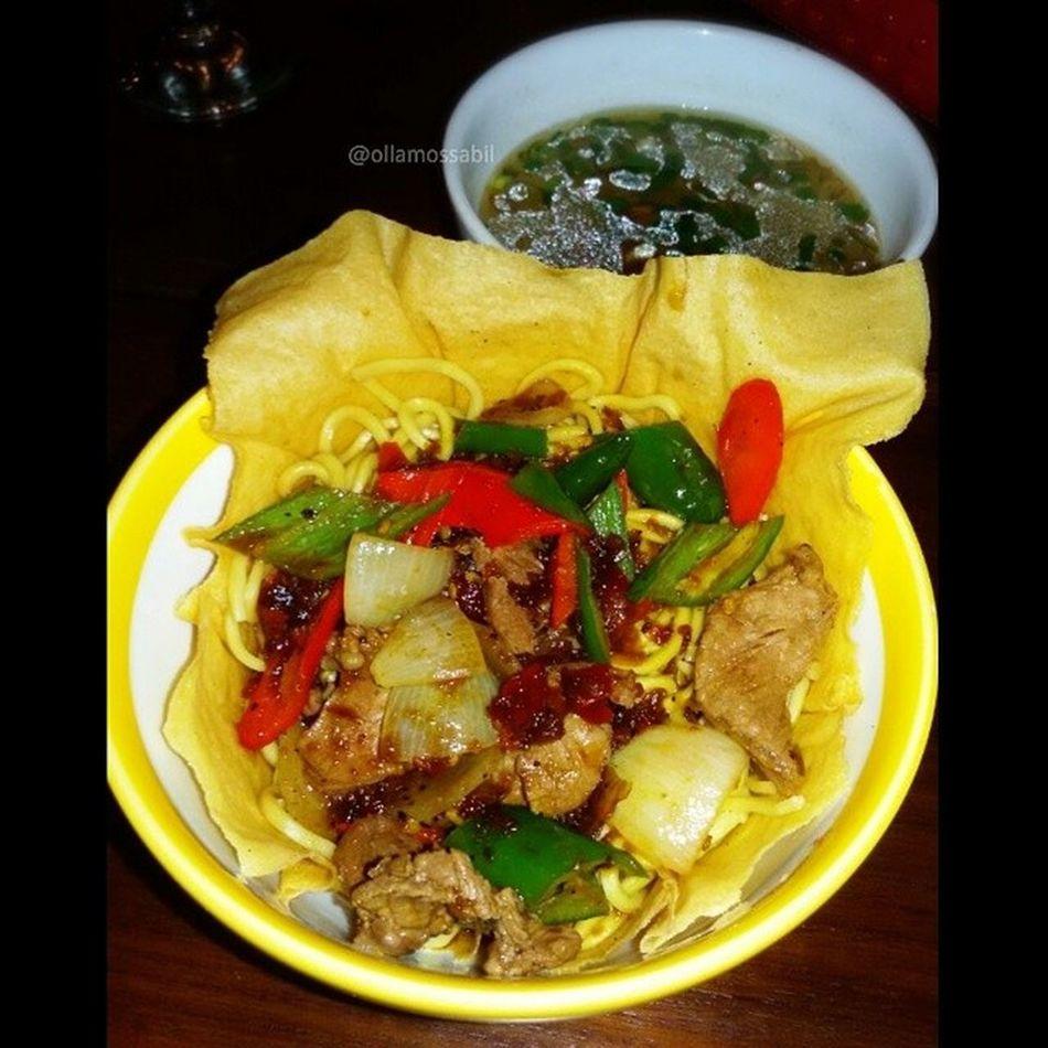 Bakmi Mangkok Chrispy Daging Lada Hitam ala Senayan Resto & Bakery … … Dinner with @rianstatham ❤ … Dinner Senayanrestoandbakery Senayan  Bakmi daging beef ladahitam dagingladahitam chrispy