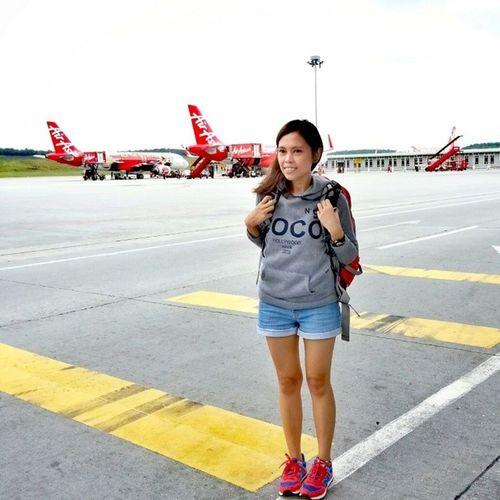 Air Asia je eh. Air neskepi 6 ringgit je eh. Takpanaske AkuYgRentungKauYgPanas