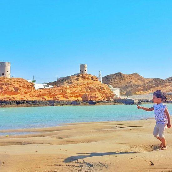 * كل شي يمر .. اعرفه هذي ريح .. وذي مباني والبعيد هناك .. ظلّ ذا رصيف .. وهذا نخل إلا وجهي وين وجهي يالغياب آه من كل الغياب لقائلها غرد_بصورة عمان صور_العفية طبيعة Oman_photo Oman_photography Landscape Oman Oman_picart @tag.a3 @oman_friends