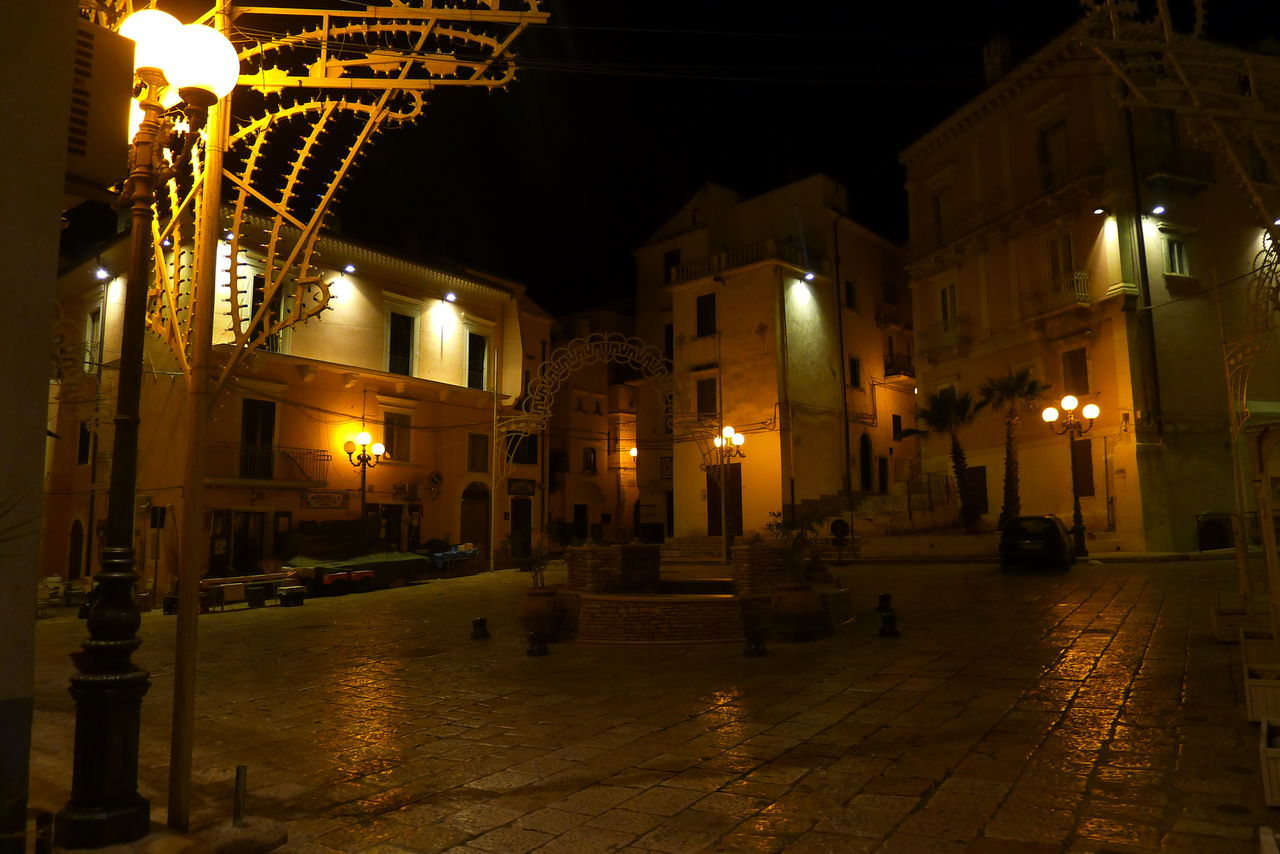 Italiantown Rodigarganico Silentnight Emptytown Emptysquare Streetlamps